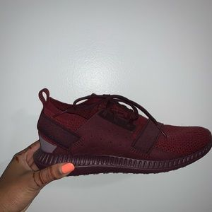 Under Armour Burgundy sneakers NEVER WORN